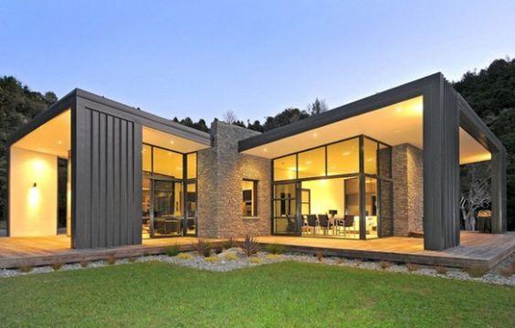 Informatii utile despre casele cu pereti din sticla